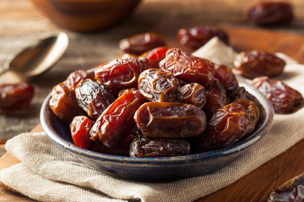 dates benefits for female