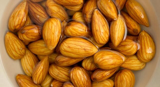 Benefits of eating soaked almonds on empty stomach